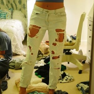 Lightwash ripped boyfriend jeans